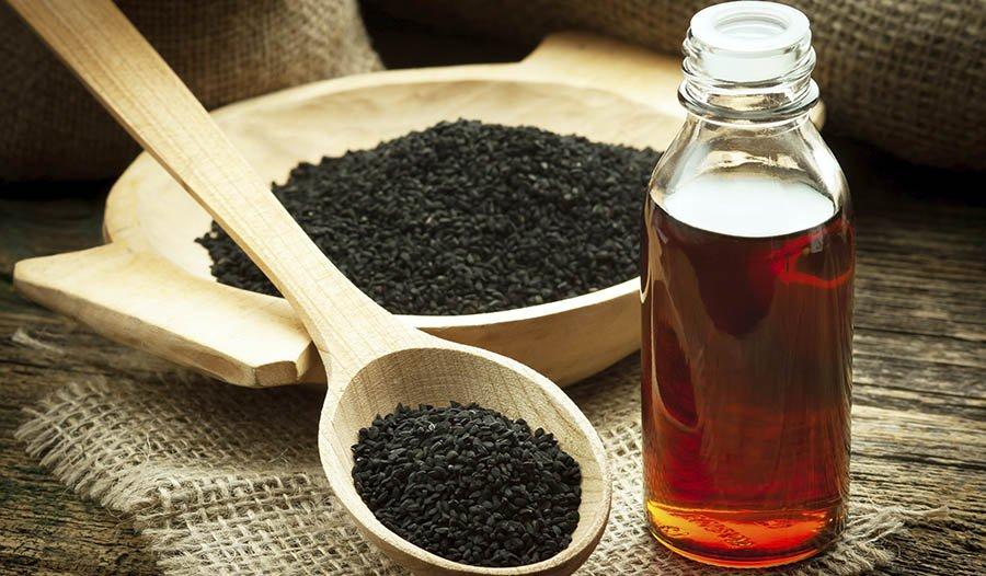 5 Gründe, warum Sie Schwarzkümmelöl ausprobieren sollten